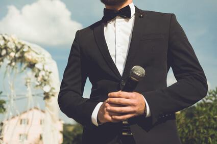 Bräutigam bei seiner Hochzeitsrede