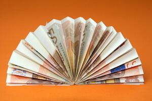 Geldfächer aus drei Geldscheinen