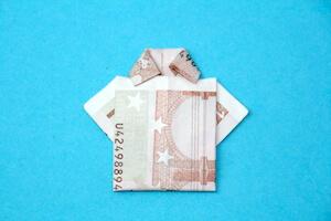 Hemd aus Geldschein gefaltet