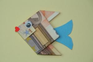 Geldfisch aus 50-Euro-Schein gefaltet