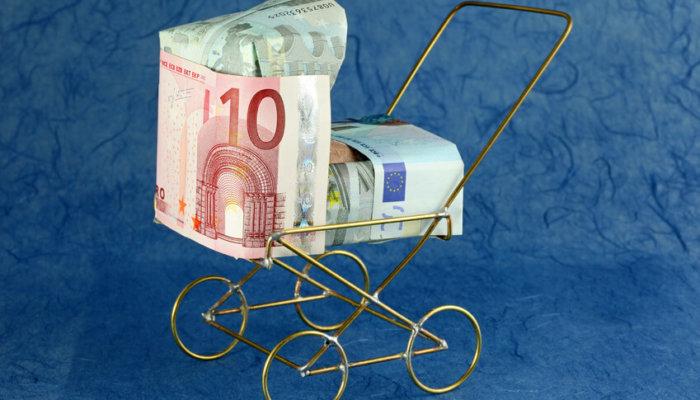 Kinderwagen aus Geldscheinen