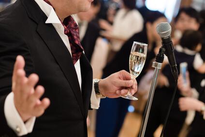 Hochzeitsrede mit Mikrophon